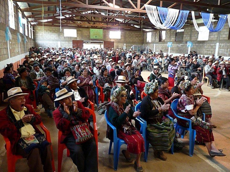 La asamblea general en Tzalbal. 06-10-2011. Tzalbal. Christoph Clotz