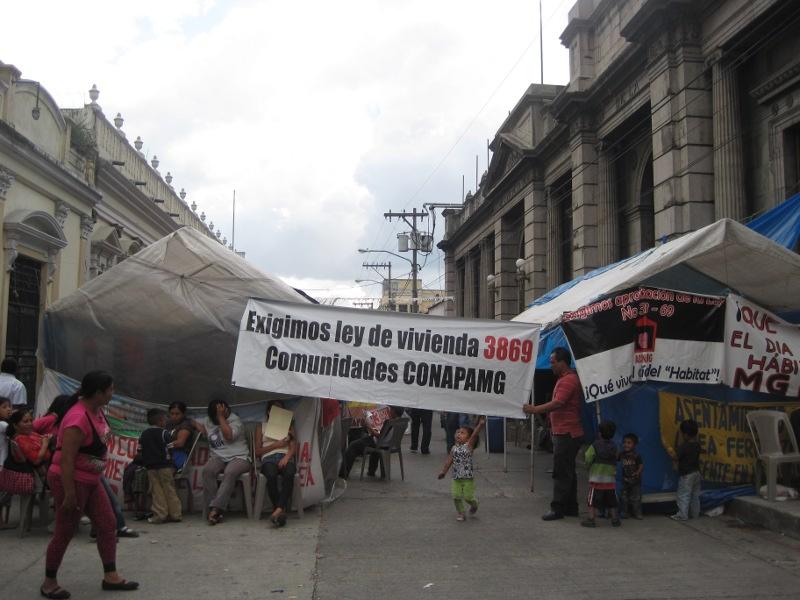 Bezetting voor het parlement. Guatemala Stad. Frauke Decoodt. 2011.
