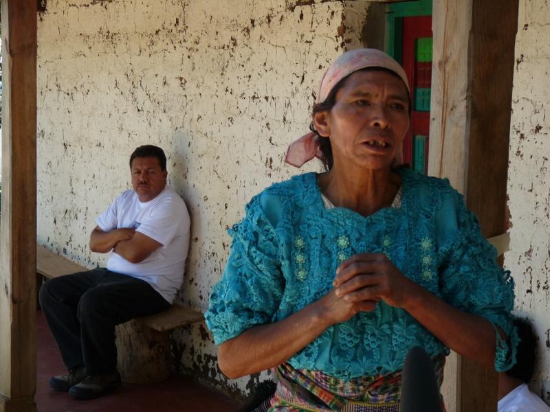 Doña Deodora tiene un ojo de vidrio por el ataque que sufrio