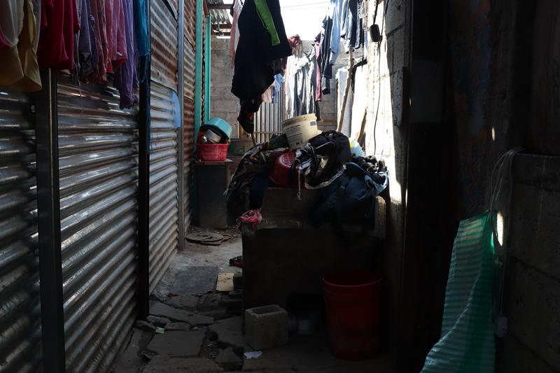 © Frauke Decoodt. La casa donde creció Yemmi. Su mama ganá dinero lavando ropa. Guatemala 2020