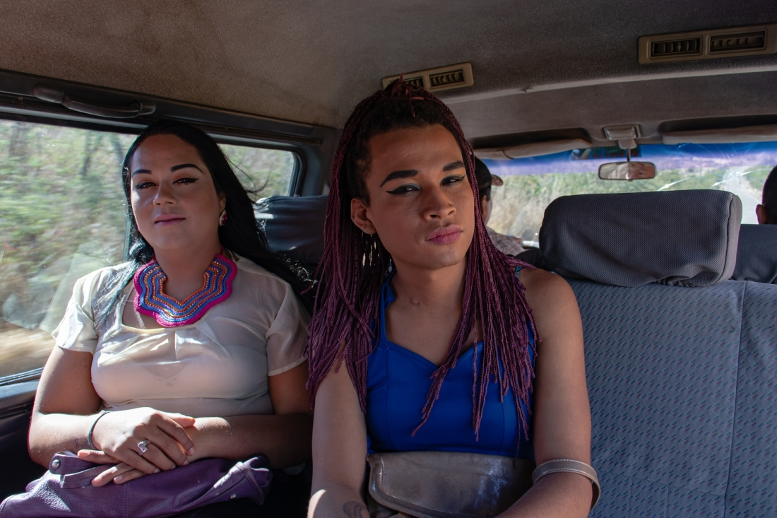 © Frauke Decoodt. 8 Brithany and Nicolle on their way to Tamara penitentiary. Honduras. 2020.